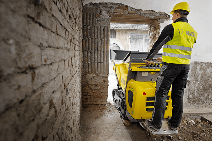 Wacker Neuson electric track dumper DT10e in action