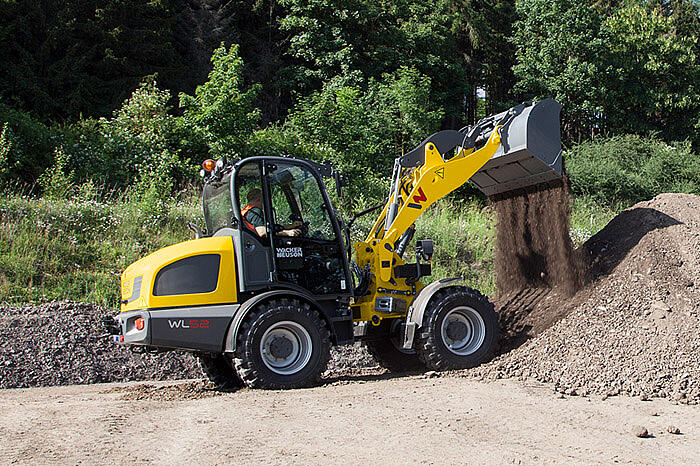 WL52 with digging bucket application 1