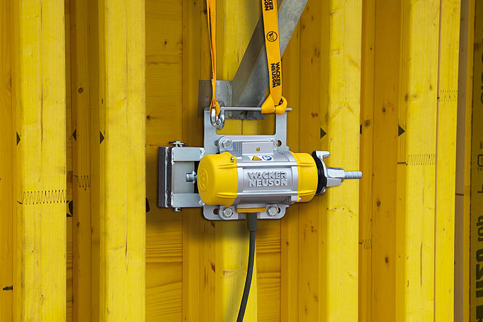 AR 26 in use on wooden formwork